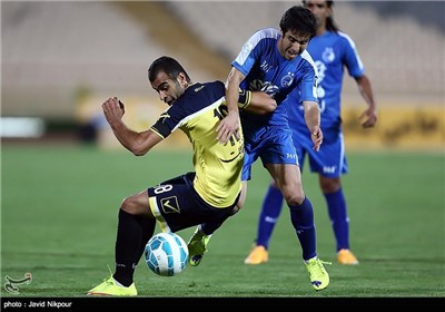 دیدار تیمهای فوتبال استقلال و راه آهن