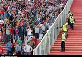 شعار هواداران تراکتورسازی علیه بازیکنان و مدیریت پس از شکست مقابل پیکان