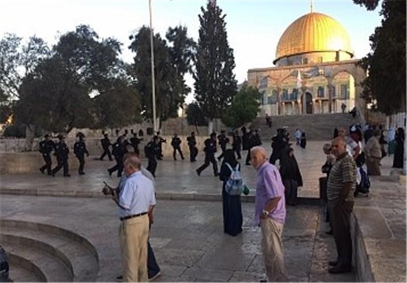 الصهاینة یواصلون اقتحامهم لباحات المسجد الأقصى والاحتلال یشدد من اجراءاته