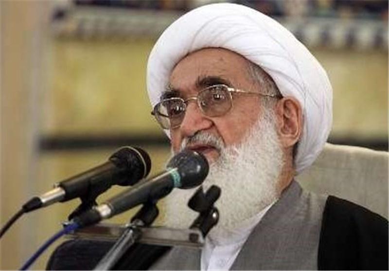 ایة الله نوری همدانی یطالب بالاسراع بنقل جثث ضحایا فاجعة منی الی ارض الوطن