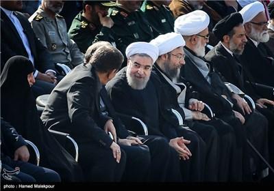 گفتوگوی حجتالاسلام حسن روحانی رئیس جمهور و اسحاق جهانگیری معاون اول رئیس جمهور در مراسم استقبال از پیکرهای جانباختگان فاجعه منا