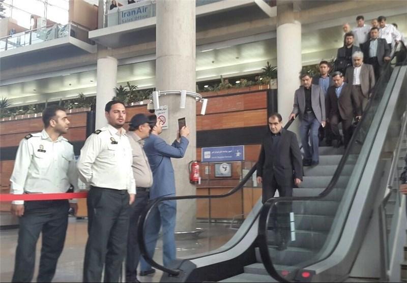 هاشمی به همراه خانوادههای جانباختگان منا به ایران بازگشت