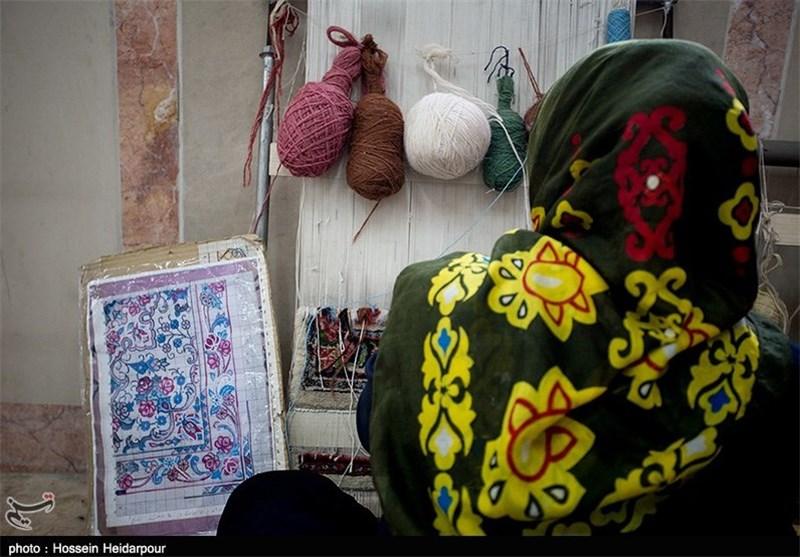 رئیس مرکز ملی فرش ایران: در سال 98 تمام قالیبافان رسمی کشور بیمه میشوند