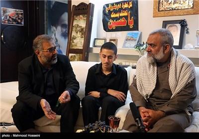 دیدار سردار نقدی با خانواده مرحوم احمد حاتمی که در حادثه سقوط جرثقیل در مسجد الحرام فوت شد