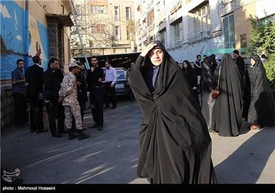 همسر شهید رضایی نژاد در مراسم دیدار خانواده سرلشگر شهید همدانی با پیکر وی