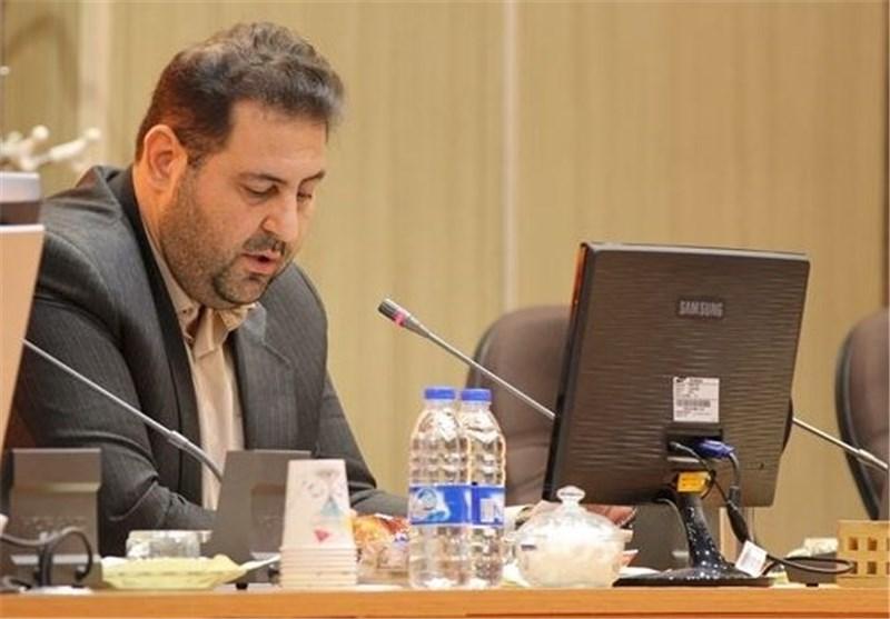 انتقاد عضو شورای شهر تبریز از انبوه بنرهای تبریک برای ریاست شورای شهر
