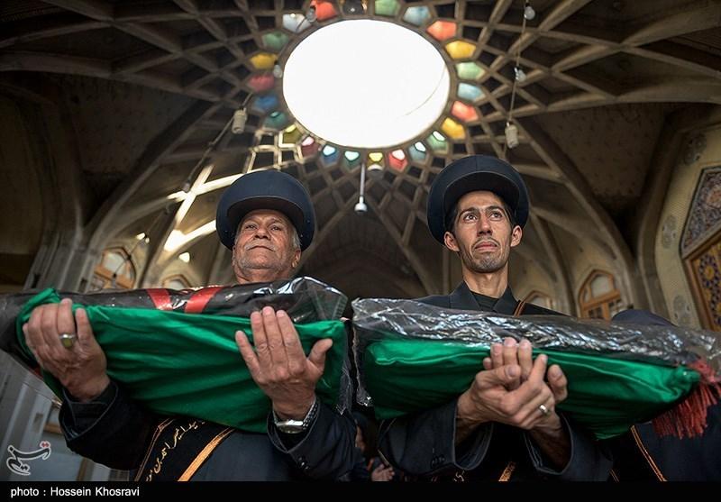اهدای پرچم حرم مطهر امام رضا(ع) به 500 هیئت مذهبی از سراسر کشور