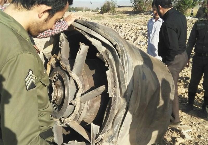 سقوط قطعة من محرک طائرة بوینغ 747 بالقرب من مدینة اسلام شهر بضواحی طهران + صور