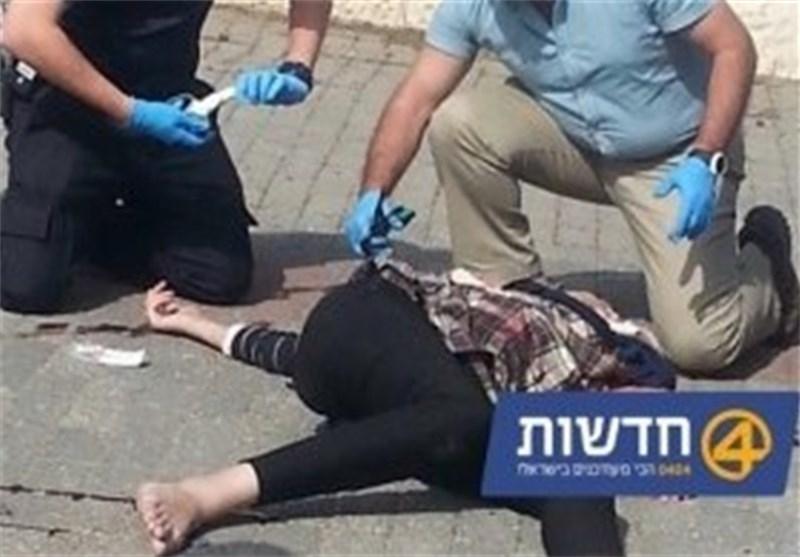تعرض بنت فلسطینیة للضرب واطلاق رصاصة على رأس مصاب فلسطینی + فیدیو