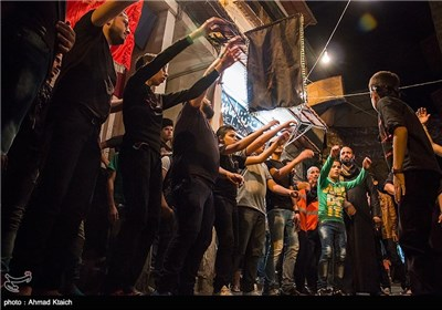 Syrian Mourners Pay Tribute to Imam Hussein (AS)