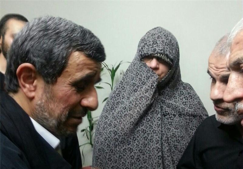احمدینژاد در منزل شهید باقری حضور یافت + عکس