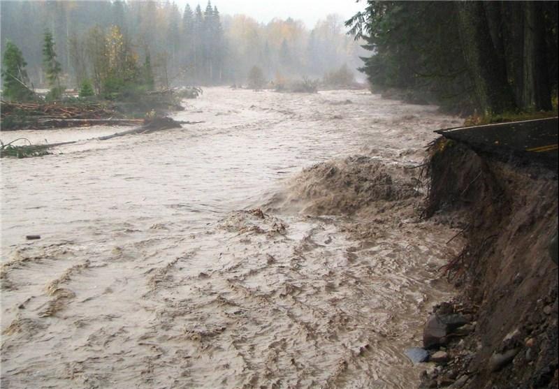سیلاب، دسترسی 150 خانوار حاشیه شهر گناوه را به مرکز شهر مسدود کرد