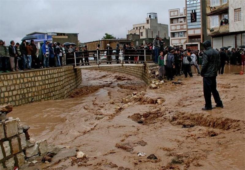 امدادرسانی به بیش از 50 نفر از افراد گرفتار در سیل استان مرکزی