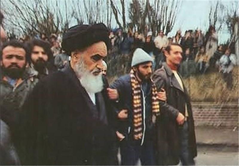 حسن آرمشف: «استقلال»، هدیه امام خمینی(ره) برای مردم ایران بود