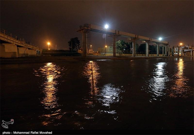 سرریز شدن آب در رودخانه مرکزی شهر قم به روایت تصویر
