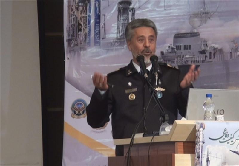 الامیرال سیاری : العدو لا یجرؤ علی الاعتداء علی ایران