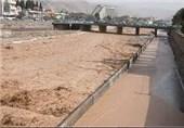 بسته شدن کنارگذرهای شیراز با طغیان رودخانه خشک/112 تیم شهرداری در حال ارائه خدمت هستند
