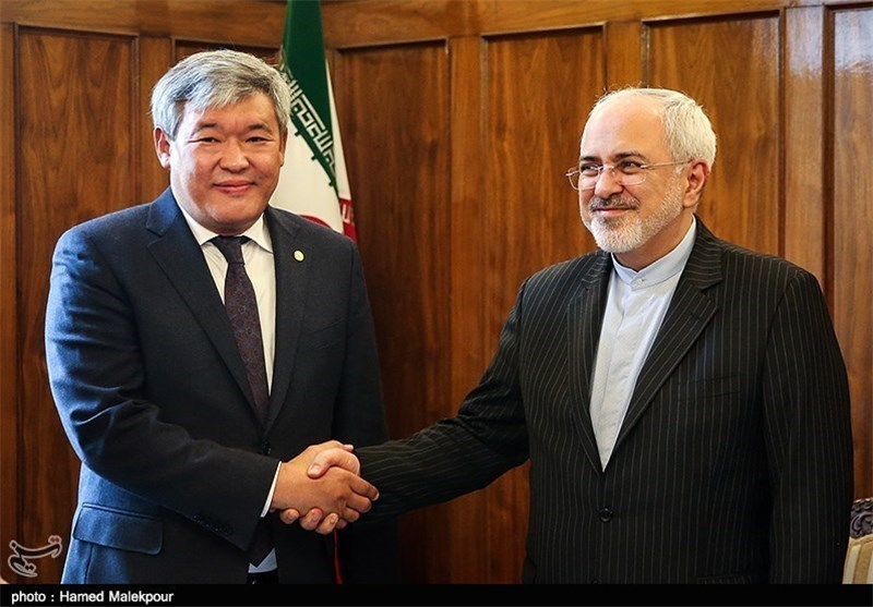 Zarif Urges Expansion of Iran's Ties with Kazakhstan