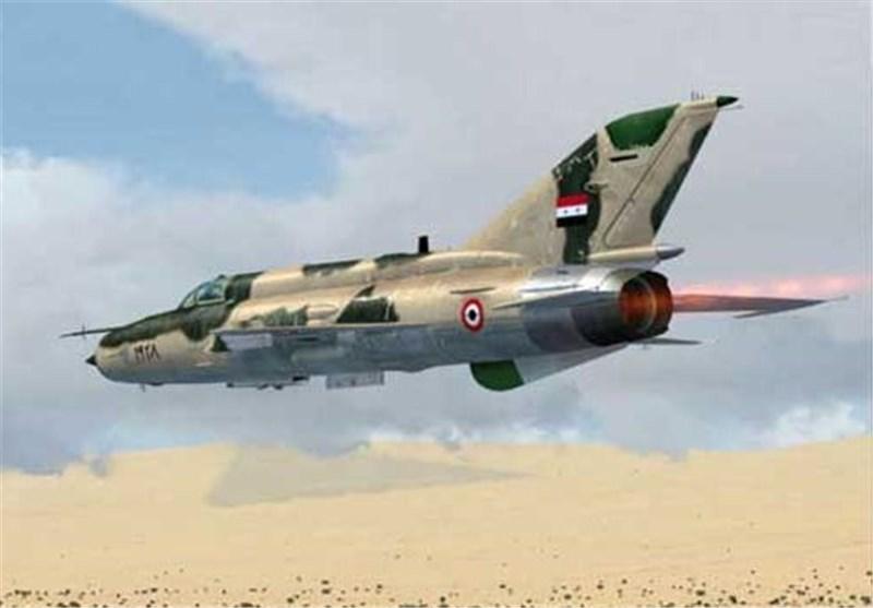 غارات على المسلحین فی دیر الزور وحمص .. والجیش السوری یتقدم باتجاه تدمر