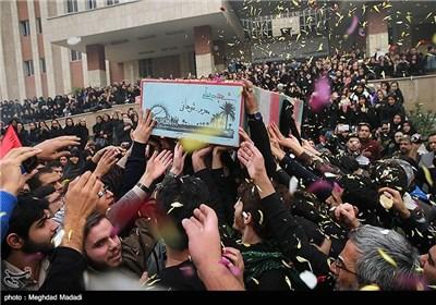 تجدید میثاق دانشجویان عزادار حسینی با پیکر شهید گمنام