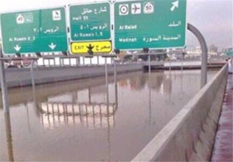 10 قتلى بسبب السیول فی المدینة المنورة وحائل وجدة+ صور