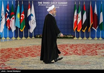 ورود حجتالاسلام حسن روحانی رئیس جمهور به محل استقبال از رؤسای جمهور شرکت کننده در سومین اجلاس سران مجمع کشورهای صادرکننده گاز (GECF)