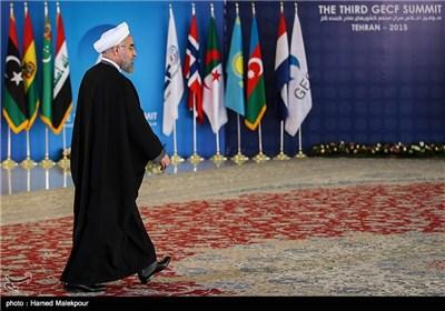 حجتالاسلام حسن روحانی رئیس جمهور در مراسم استقبال از رؤسای جمهور شرکت کننده در سومین اجلاس سران مجمع کشورهای صادرکننده گاز (GECF)