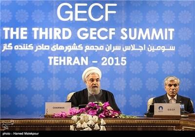 محمدحسین عادلی دبیرکل مجمع کشورهای صادرکننده گاز و حجتالاسلام حسن روحانی رئیس جمهور در سومین اجلاس سران مجمع کشورهای صادرکننده گاز (GECF)