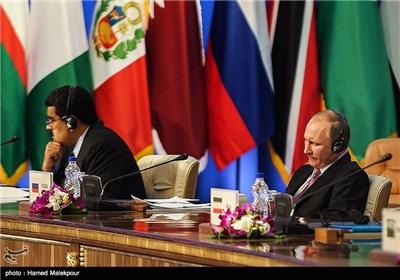 ولادیمیر پوتین رئیس جمهور روسیه و نیکلاس مادورو رئیس جمهور ونزوئلا در سومین اجلاس سران مجمع کشورهای صادرکننده گاز (GECF)