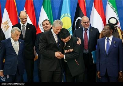 عبدالمالک سلال نخست وزیر الجزایر و اوو مورالس رئیس جمهور بولیوی در سومین اجلاس سران مجمع کشورهای صادرکننده گاز (GECF)