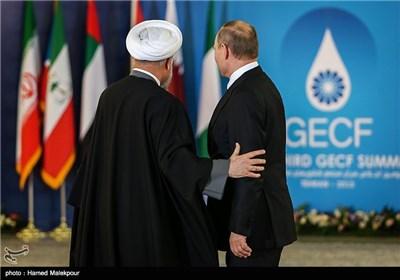 استقبال حجتالاسلام حسن روحانی رئیس جمهور از ولادیمیر پوتین رئیس جمهور روسیه - سومین اجلاس سران مجمع کشورهای صادرکننده گاز (GECF)