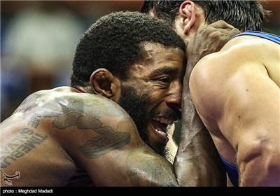 طهران تحتضن بطولة المصارعة الحرة کأس أندیة العالم