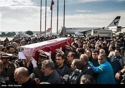 وصول جثمان الشهید رکن أبادی الی طهران