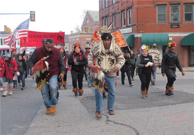 مراسل تسنیم فی أمریکا: احتجاج بسبب مجازر ارتکبت ضد الهنود الحمر + صور