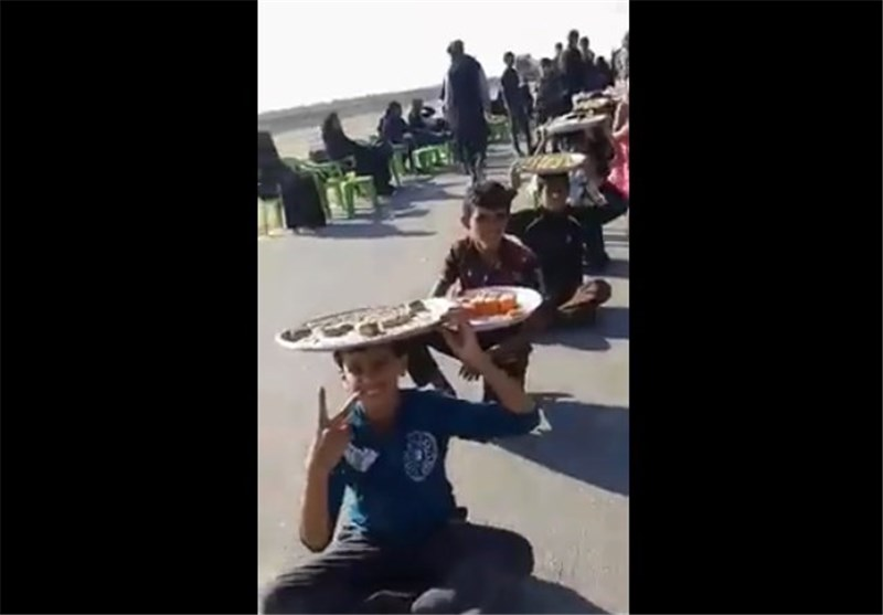 بالفیدیو.. عشاق الحسین (ع) یواصلون خدمة زائری الاربعینیة
