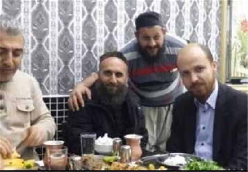 """وسائل الإعلام الروسیة تتحدى أردوغان وتنشر صورا لنجله مع قیادات """"داعش""""+ صورة"""