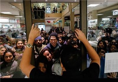 هجوم مردم به فروشگاههای آمریکا در جمعه سیاه