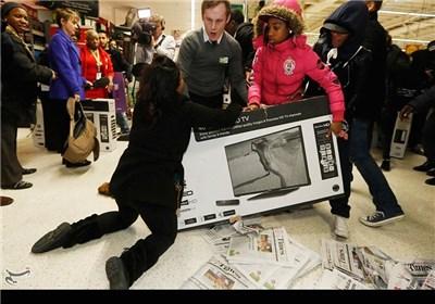 جنون هجوم الامریکان على المتاجر یوم الجمعة السوداء