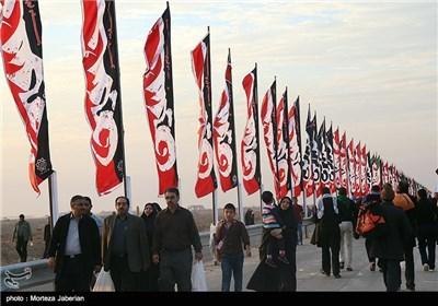 توافد حشود الزائرین عبر معبر جزابه للمشارکة فی زیارة أربعینبة سید الشهداء