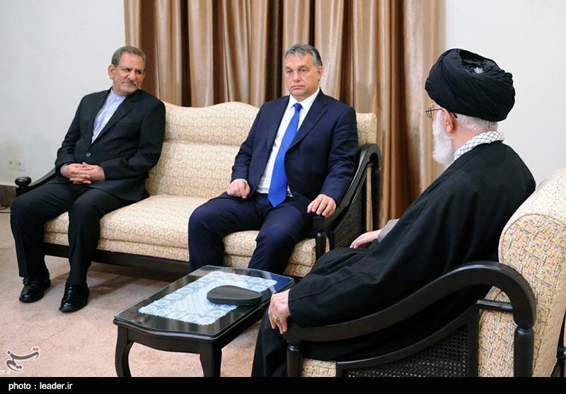 Hungarian PM Meets Ayatollah Khamenei in Tehran