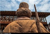 یونس استادسرایی مشهور به میرزا کوچک خان جنگلی (1257 - 11 آذر 1300 هجری خورشیدی) مبارز انقلاب مشروطه و رهبر جنبش جنگل بود که در اعتراض به نقض تمامیت ارضی و استقلال ایران از سوی بیگانگان بعد از مشروطه قیام کرد.میرزا همراه با تنها یار وفادارش، گائوک آلمانی مع