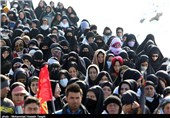 """مردم مشهد در قالب برنامه """"قرار زیارت"""" به حرم منور رضوی مشرف شدند"""