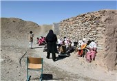 خوزستان| حکایت رنج و سختی برای تحصیل؛ وقتی دانشآموزان با کلنگ راه مدرسه را باز میکنند+ فیلم
