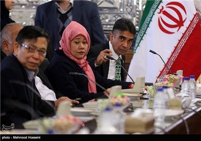 Indonesian MPs Meet Speaker Larijani in Iran