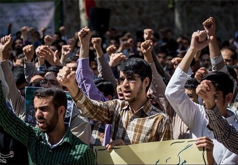 طلبة جامعة الامام الصادق (ع) فی طهران ینظمون تجمعا احتجاجا علی المجزرة المروعة فی نیجیریا