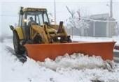 بارش برف راههای ارتباطی روستاهای مشگین شهر را مسدود کرد