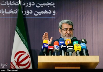 حضور رحمانی فضلی وزیر کشور در محل نام ثبت نام داوطلبان انتخابات مجلس شورای اسلامی