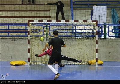 مسابقه فوتبال چهارجانبه جام یلدا برای کودکان کار