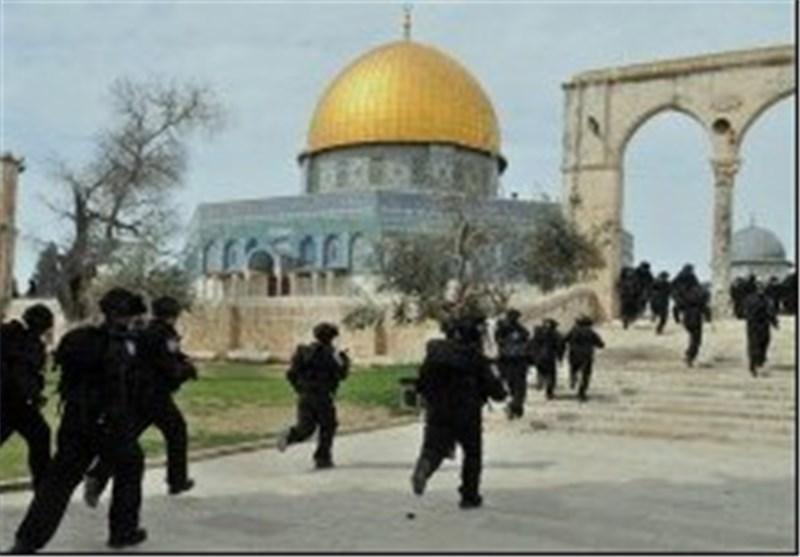 إصابات واعتقالات واسعة إثر اعتداء الاحتلال على المصلین بالمسجد الأقصى