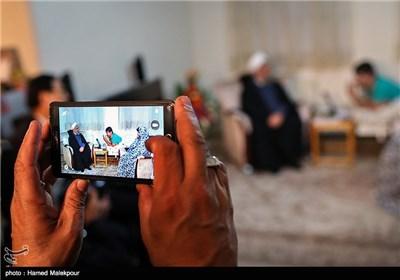 حضور رئیس جمهور در منزل جانباز 70 درصد حسین آزادبخت